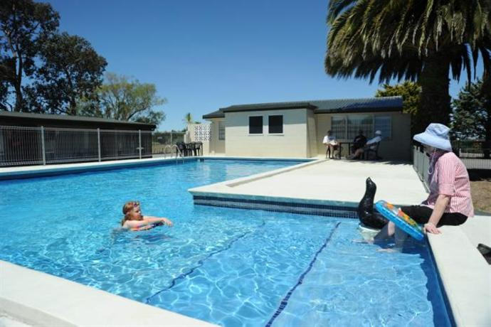 Thornton Lodge Motel - dream vacation