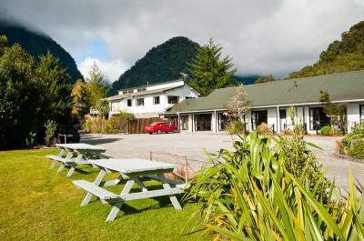 Glacier Gateway Motor Lodge - dream vacation