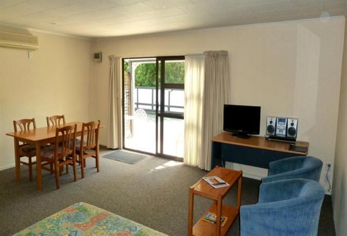 Tudor Lodge Motel - dream vacation