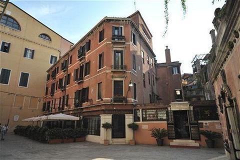 Hotel La Fenice et des Artistes - dream vacation