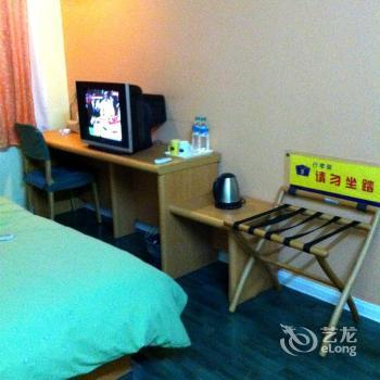Home Inn Dalian Wuyi Square - dream vacation