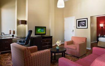 Holiday Inn Express Hotel And Suites Boston Td Garden Compare