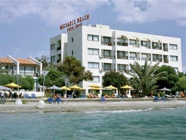 Michaels Beach Hotel Apartment Larnaca - dream vacation