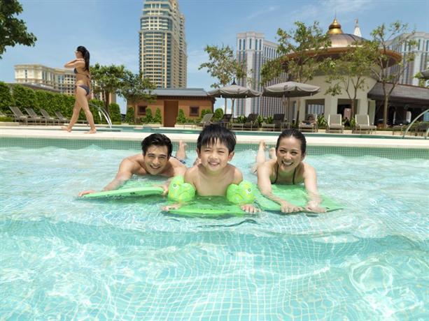 Holiday Inn Macao Cotai Central - dream vacation