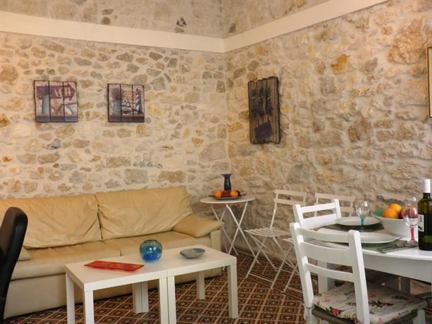 Heraklion Charming Stone Built Apartment - dream vacation