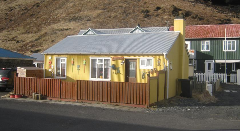 Cozy Little House in Vik - dream vacation