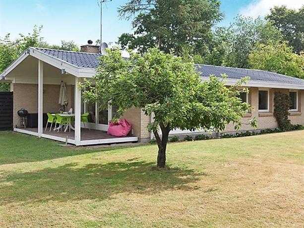 Three-Bedroom Holiday home in Ega - dream vacation
