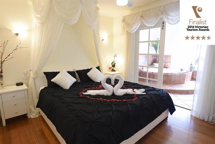 Photo: Lakeside Cottage Luxury Bed & Breakfast