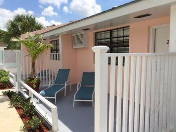 Colony Club Inn & Suites - dream vacation