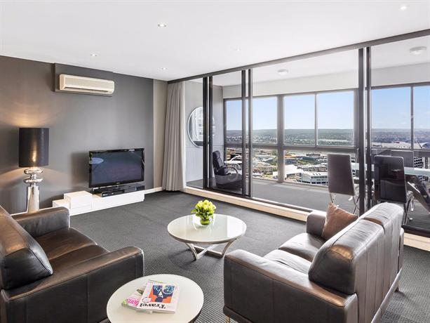 Meriton Serviced Apartments Kent Street, Sydney - Compare ...