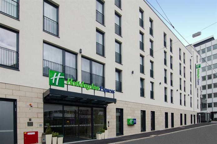 Holiday Inn Express Dusseldorf - City - dream vacation