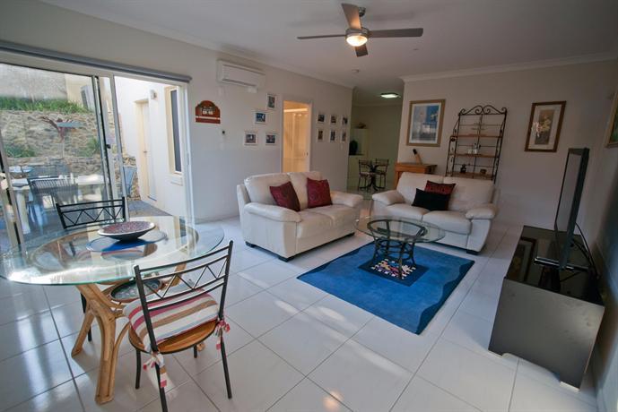 Split Solitary Apartment