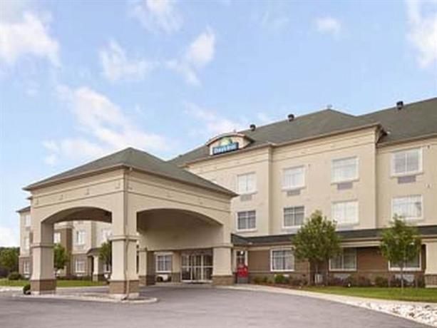 Days inn ottawa airport comparez les offres for Club piscine hunt club ottawa