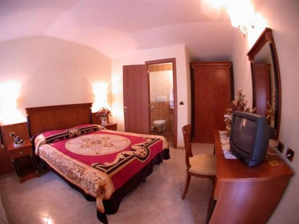 3 Coins Trevi Fountain Bed & Breakfast Rome - dream vacation