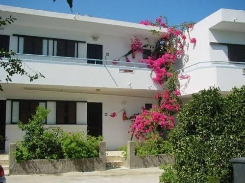 Yiannis Yard studios & apartments - dream vacation