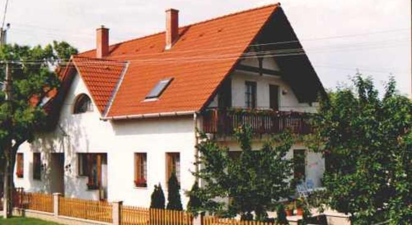 Zsuzsa Panzio Balatonfured - dream vacation