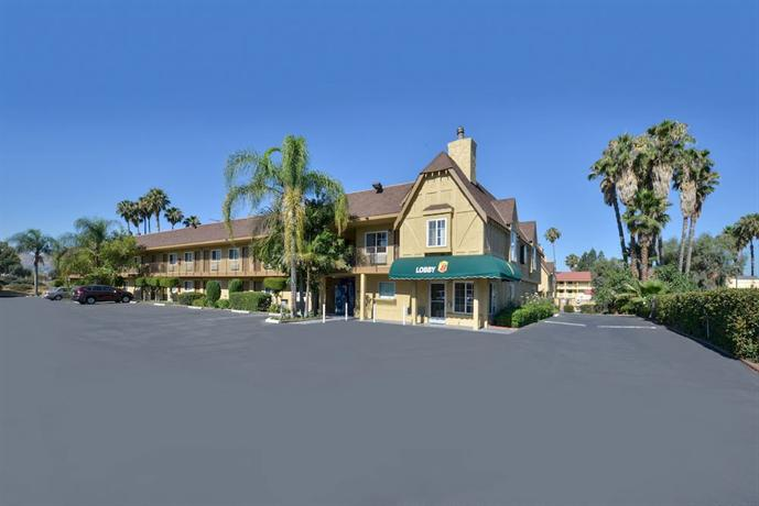 Super 8 San Bernardino / Hospitality Lane