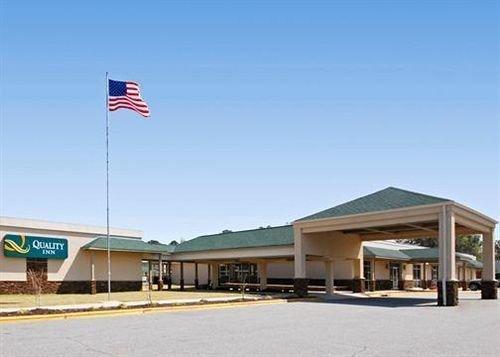 Quality Inn Near Fort Benning - dream vacation