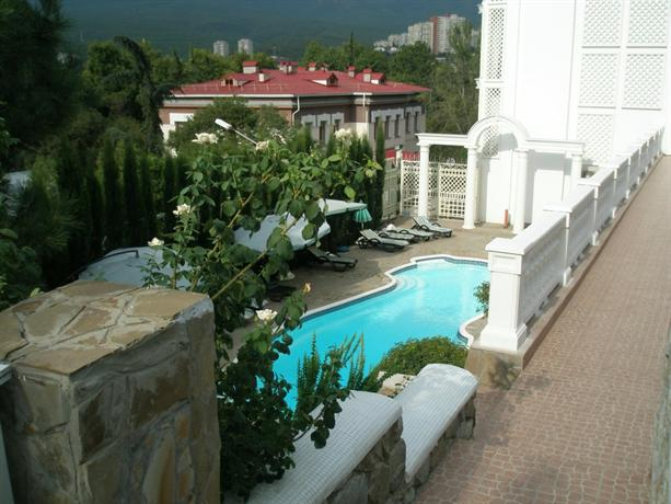 Villa Bon Mezon with Garden - dream vacation