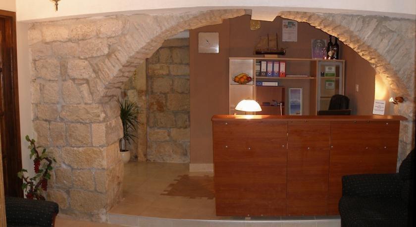 Carol Rooms Hotel Trogir - dream vacation