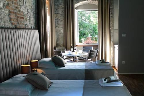 Antique Split Luxury Rooms - dream vacation
