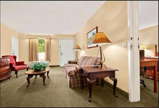 Baymont Inn & Suites Ozark - dream vacation