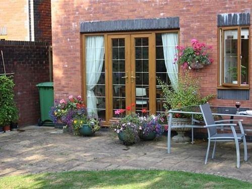 4 Meadowgate Close Bed & Breakfast Cardiff - dream vacation