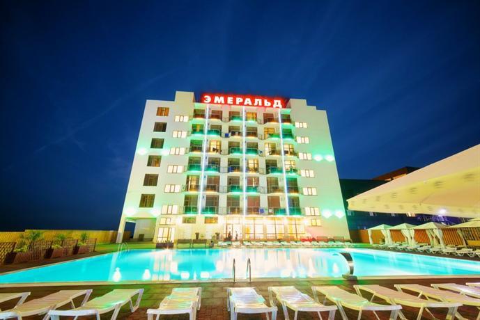 Отель Эмеральд