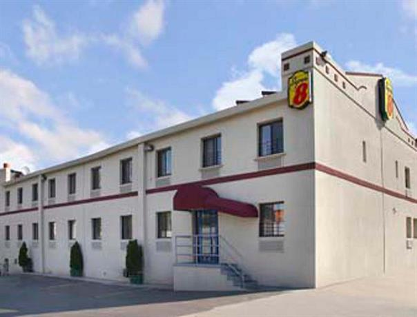 Motel  Long Island City Parking