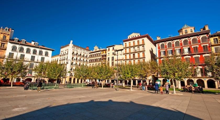 Mendebaldea Suites Pamplona - dream vacation