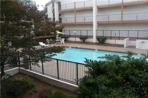 Stone Mountain Inn & Suites Tucker - dream vacation