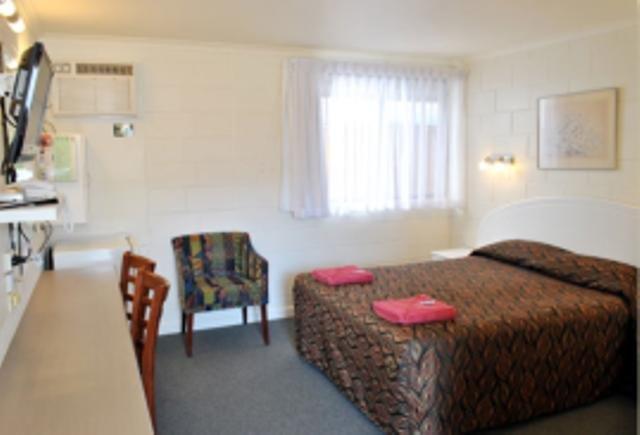 A & A Lodge Motel