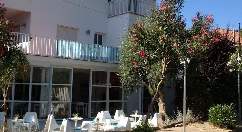 Babalu Sitges Beach Hostel - dream vacation