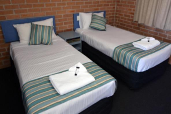 The Oaks Hotel Motel