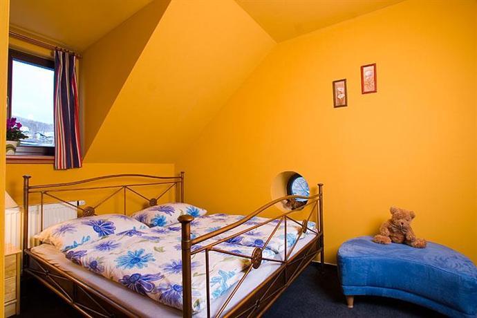 Yellow Ski Apartments