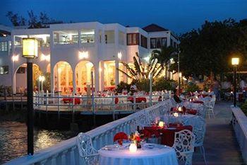 Franklyn D Resort Runaway Bay - dream vacation