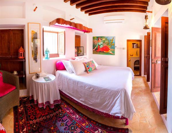 Xva art hotel dubai compare deals for Xva art hotel