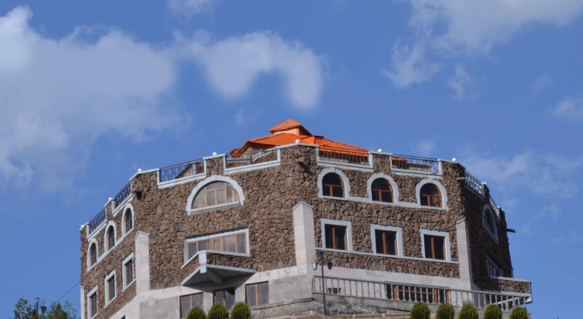 Amrots Hotel