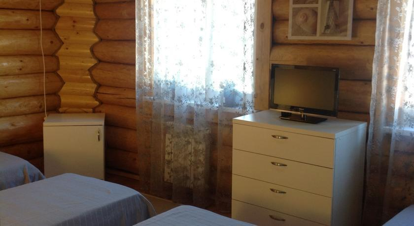 Апартаменты располагают кондиционером, 2 спальнями, гостиной, полностью оборудованной кухней с духовкой и чайником, а также 1 ванной комнатой с ванной и бесплатными туалетно-косметическими принадлежностями.