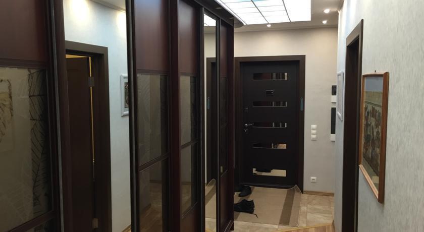 Apartment Malysheva 15