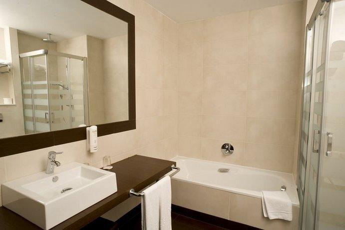Husa Abad San Antonio Hotel Leon - dream vacation