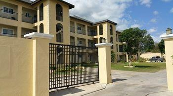 New Kingston Guest Apartment at Donhead - dream vacation