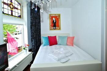 Luxury Apartments Delft III Flower Market - dream vacation