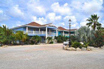 Ocean Breeze Bonaire Apartments - dream vacation