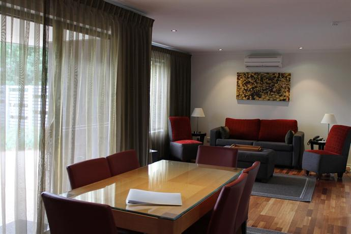Ramada resort seven mile beach hobart compare deals for Best private dining rooms hobart