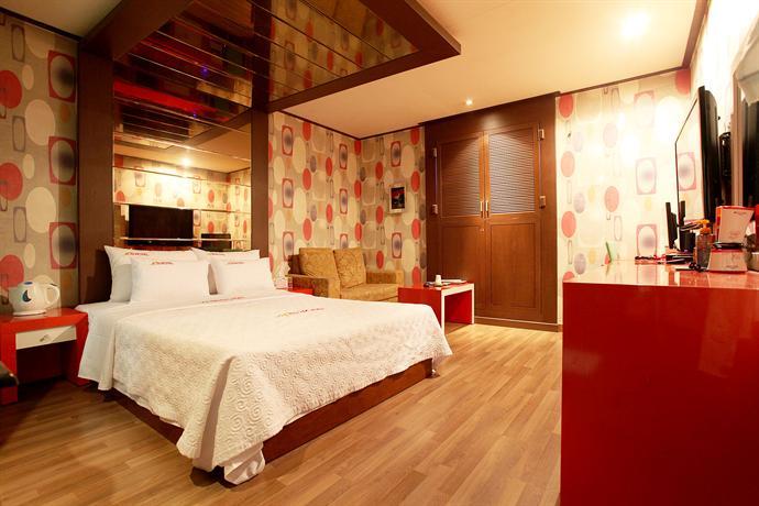 Heart Motel - dream vacation