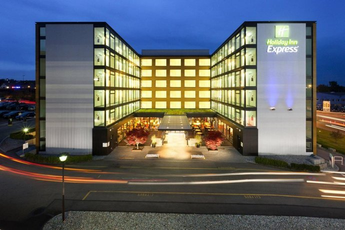 Holiday Inn Express Zurich Airport - dream vacation