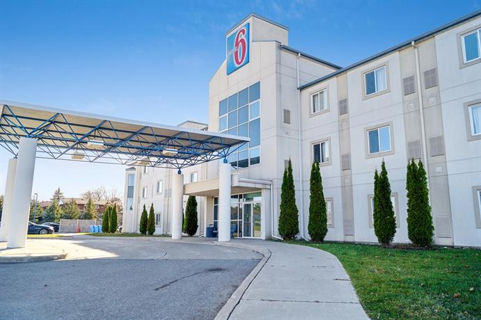 Motel 6 Peterborough Images