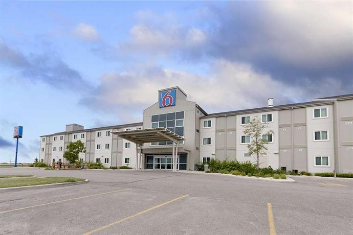 Motel 6 Brandon Images