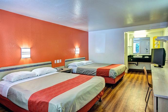 Motel 6 fayetteville compare deals for Carolina motor inn fayetteville nc